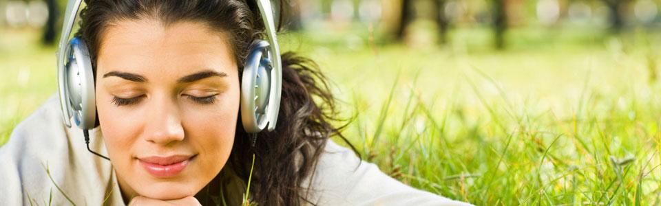 Listening to headphones | stop smoking with hypnosis